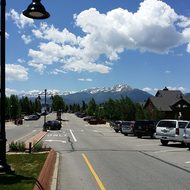 View looking down Lake Dillon Dr., Dillon CO. Beautiful! beautiful itsamazingoutthere GoBreck BreckBecause Silverthorne Dillon Colorado SkiSilverthorne Vacation