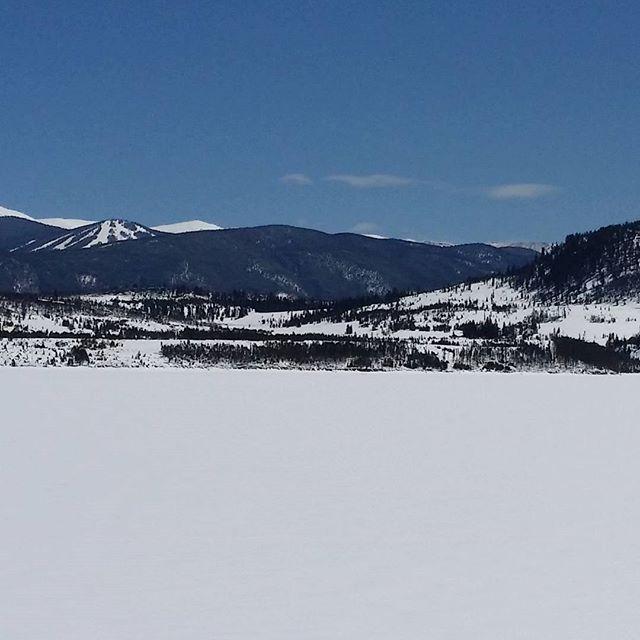 Lake Dillon frozen completely solid Keystone Ski Resort in the far distance. LakeDillon Dillon Frisco SkiSilverthorne Silverthorne Gobreck breckbecause itsamazingoutthere colorado snow frozen