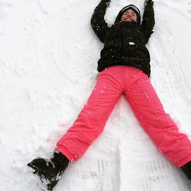 Ready to come make some snow angels and ski? You need to come book a week at our place- there is a lot of fun waiting for you here! #skiing #snowangels #goskiingwithyourfriends #skisilverthornelodge