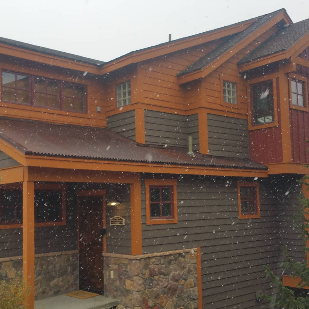Looks like winter is trying to arrive at the Ski Silverthorne Lodge.  Skisilverthorne.com   #winter #snow  #silverthorne