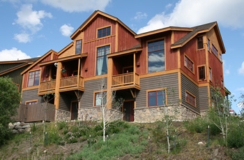 Silverthorne Lodging summertime